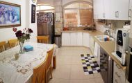 assets/images/properties/ta009/A BE 70 GIlo_kitchen1.jpg